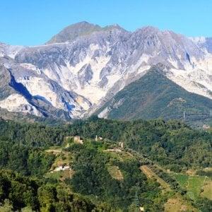 Alpi Apuane, cede un chiodo nel ghiaccio, muore alpinista