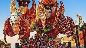 Carnival in Tuscan Villages & Viareggio