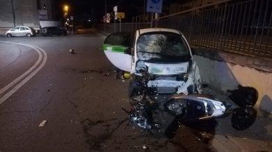 Firenze, ubriaco su auto a noleggio travolge scooter: due feriti gravi