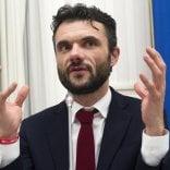 Via i militari da Prato, la rabbia del sindaco: