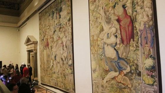 Firenze, nella Sala dei Duecento di Palazzo Vecchio tornano gli arazzi medicei