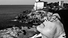 Si fotografa durante gli ultimi giorni di vita: un libro racconta il suo addio