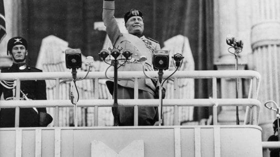 Il Comune di Empoli revoca la cittadinanza onoraria a Mussolini