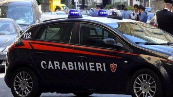 Set fotografico hard in un cimitero nel Fiorentino: tre denunciati