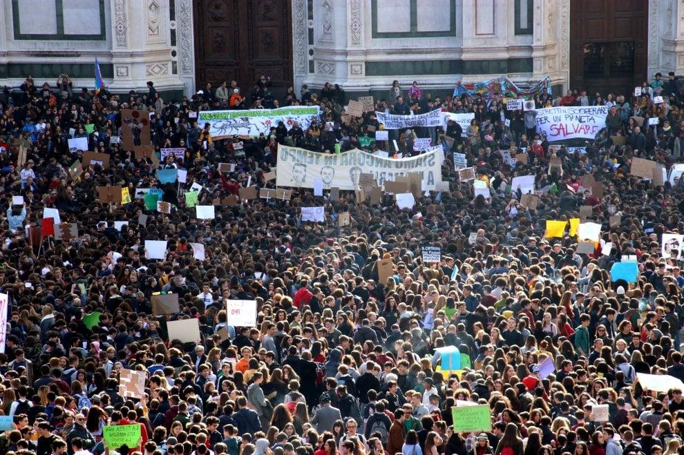 """Firenze, oltre diecimila nelle strade con Greta per l'ambiente: """"Il cambiamento siamo noi"""""""