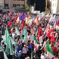 Prato, contro il presidio di Forza nuova in piazza migliaia di persone.