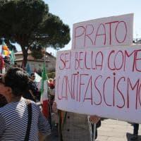 Prato, in cinquemila in piazza contro il presidio di Forza Nuova