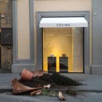 Firenze, vandali in azione: distrutte tre fioriere in centro