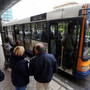 Grosseto, passeggera ipovedente timbra biglietto sul bus e si accorge che non è vidimato. Ma viene multata