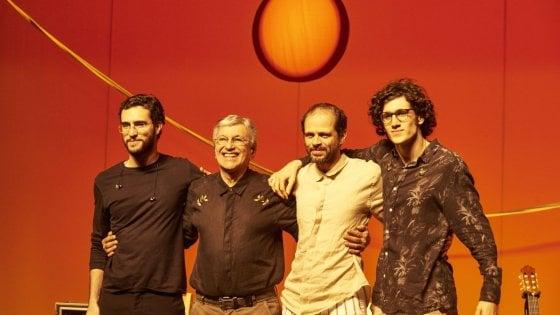 Firenze, la musica brasiliana di Veloso e la danza di Roberto Bolle invadono piazza Santissima Annunziata