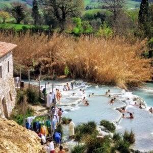 Saturnia, Cascatelle troppo sporche: l'ipotesi di ingressi contingentati