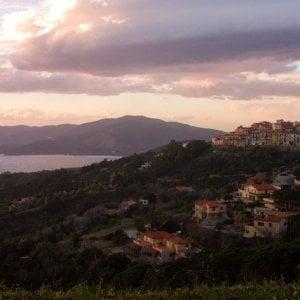 Si guasta un cavo sottomarino, l'isola d'Elba resta senza corrente per un'ora