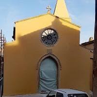 Capalbio: la chiesa restaurata è gialla e scoppiano le polemiche