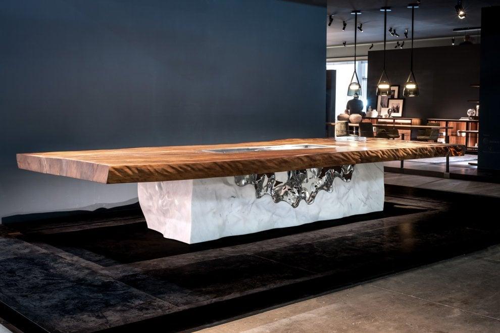 Tavolo Marmo Legno.Marmo Di Carrara E Legno Millenario Della Nuova Zelanda