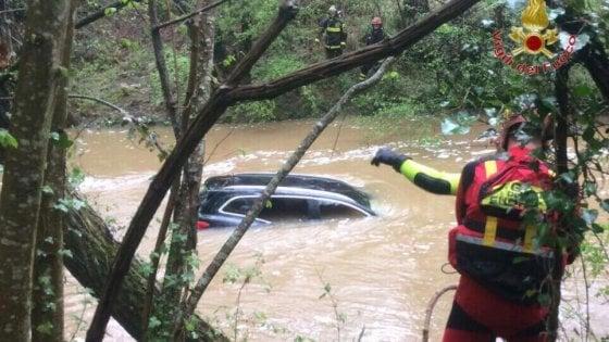 Auto travolta dalla piena di un torrente nel Pisano: dispersa una donna