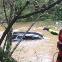 Auto travolta dalla piena di un torrente nel Pisano: trovata morta la donna