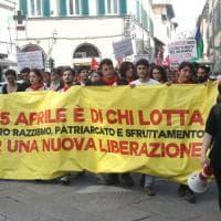 Firenze, il corteo antagonista, tra tensioni e la conclusione in piazza dei Ciompi