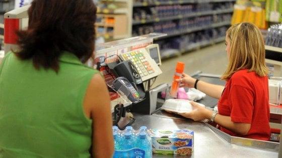 """Firenze: """"Offese razziste in un supermercato a mia madre cinese"""""""