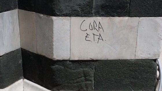 """Firenze, vandali lasciano una scritta sul Battistero che inneggia all'""""Eta"""""""