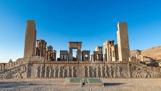 In Vespa da Livorno a Persepoli: la traversata di due archeologi