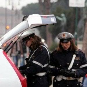 Prato, investe pedone e fugge: denunciato giovane di 21 anni