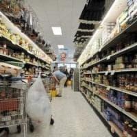 Firenze, minaccia direttore di un supermercato: inseguito e arrestato