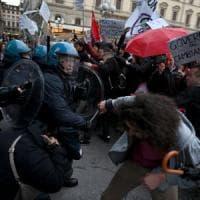 Salvini a Firenze:protestano in duemila. Cariche della polizia