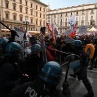 Firenze, cariche della polizia sui manifestanti anti Salvini