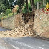 Maltempo, crolla parte di un muro di contenimento a Pienza: non ci sono feriti