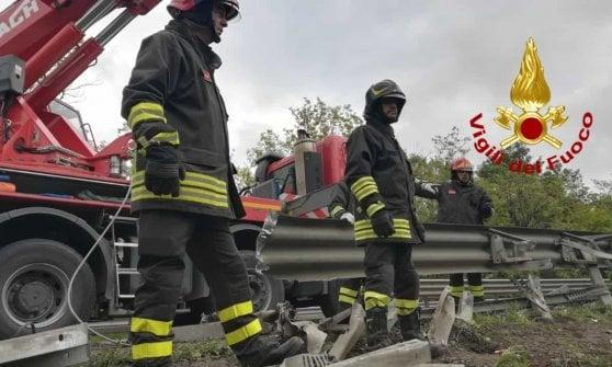Siena, si ribalta bus di turisti: morta una donna e 37 feriti. Arrestato l'autista