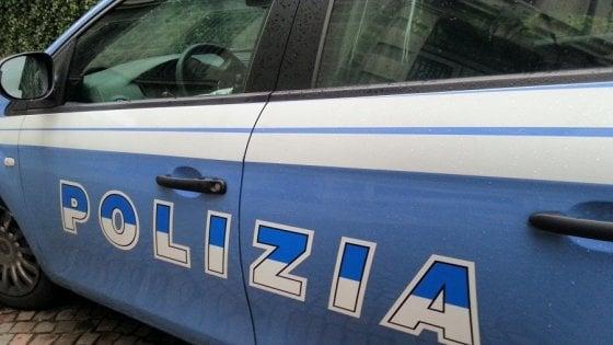 Firenze, esce con la figlia di 10 anni e si ubriaca: la bimba chiama la polizia