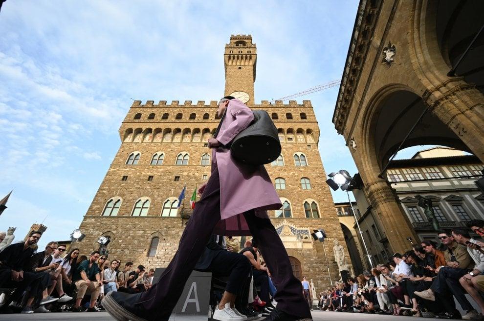 Pitti uomo, la sfilata di Ferragamo in piazza della Signoria
