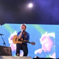 A Ed Sheeran bastano voce e chitarra per infiammare i 65 mila del Visarno