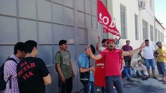 """Sì Cobas: """"Operai in sciopero aggrediti da altri lavoratori"""""""