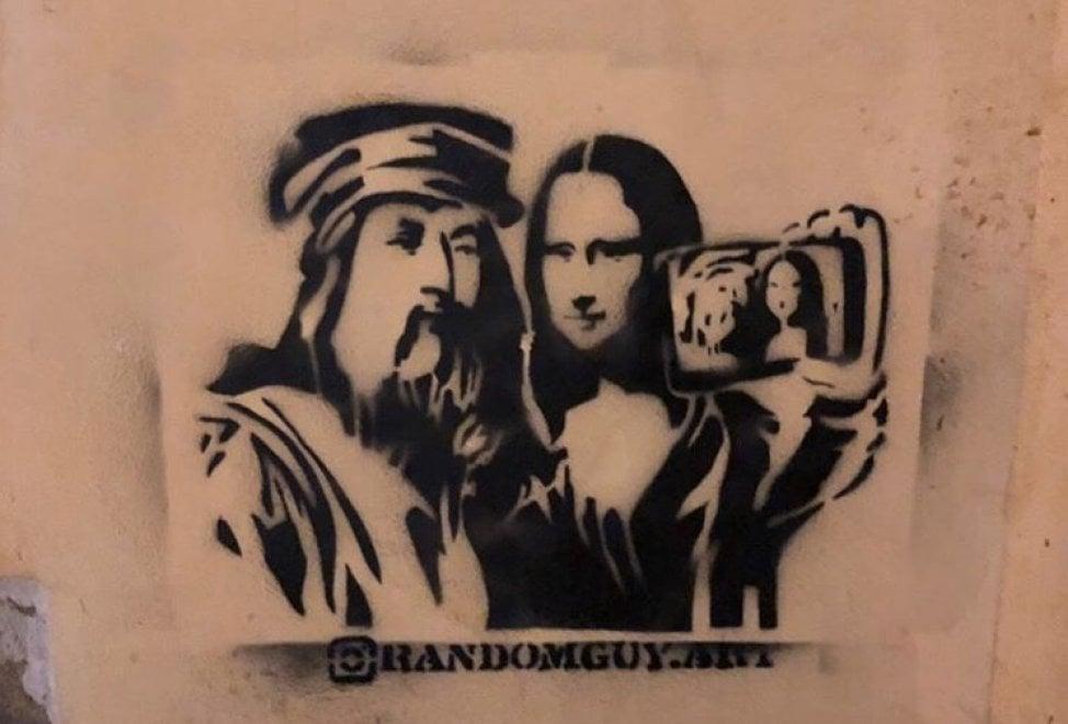 Leonardo si fa il selfie con la Gioconda: su un muro di Firenze un murales-omaggio al genio di Vinci