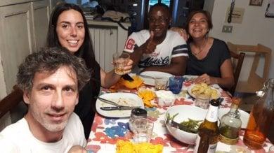 Aggiungi un posto a tavola: chi sono a San Casciano le famiglie che hanno invitato a cena i profughi