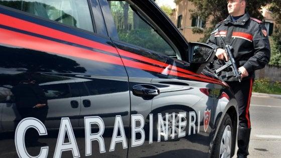 Firenze, picchia e trascina in strada la compagna: arrestato