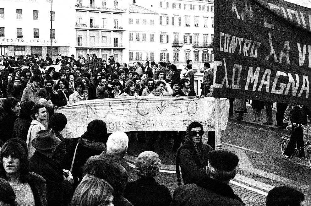 Striscioni, cori e manifesti, a Pisa la prima marcia del Movimento omosessuale italiano