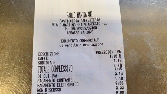 """Viareggio, sullo scontrino di un bar spunta la scritta """"Abbasso la Juve"""""""