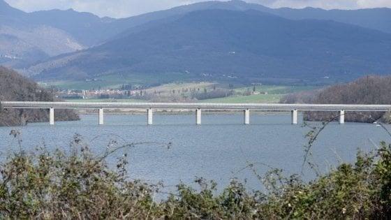 Disperso dopo tuffo nel lago di Bilancino, trovato il corpo
