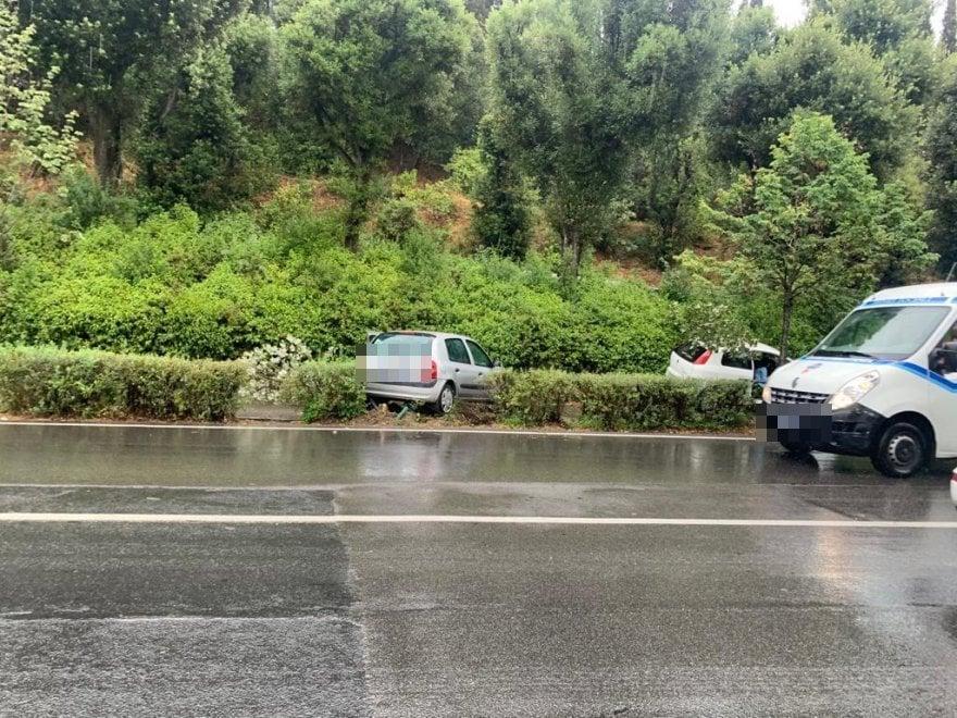 Firenze, due auto finiscono fuori strada sul viale Michelangelo: nessun ferito