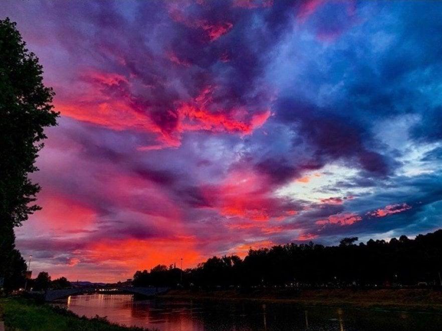 Quando il cielo diventa una tavolozza, lo spettacolo del tramonto a Firenze