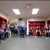 Fiorentina, vittoria 2-1 col Chivas e l'abbraccio di Commisso con Chiesa