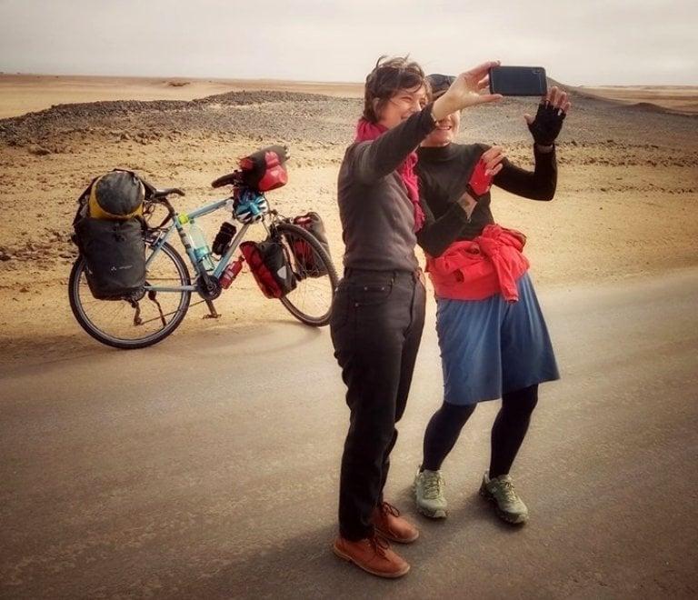 In Africa padalando da sola in bici: il viaggio di Perla, dalla Namibia all'Egitto