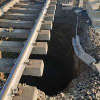 Cedono i binari, bloccata la linea ferroviaria Bologna-Prato