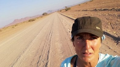"""""""In Africa pedalando nel deserto"""". Perla e i diari della bicicletta   foto"""