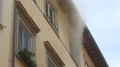 Fiamme in un appartamento in Borgo  San Jacopo: salvate due ragazze -  foto
