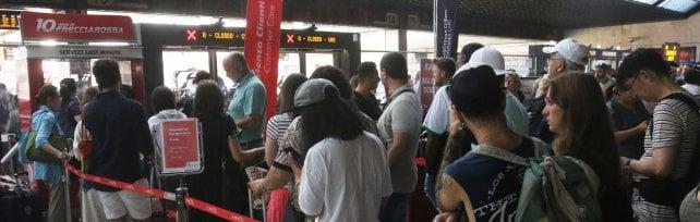 Treni nel caos per incendio doloso: si indaga    per attentato alla sicurezza dei trasporti  -     foto