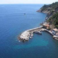 Isola di Gorgona, elicottero precipita in mare: morto il pilota