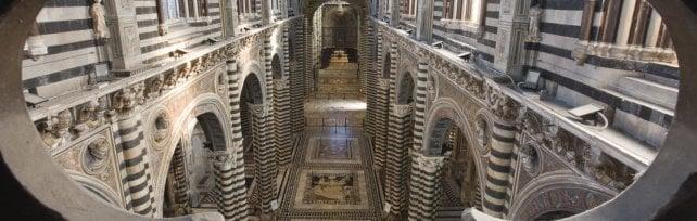 L'arte sotto i piedi. A Siena fino a ottobre di nuovo visibile il pavimento del Duomo -  foto